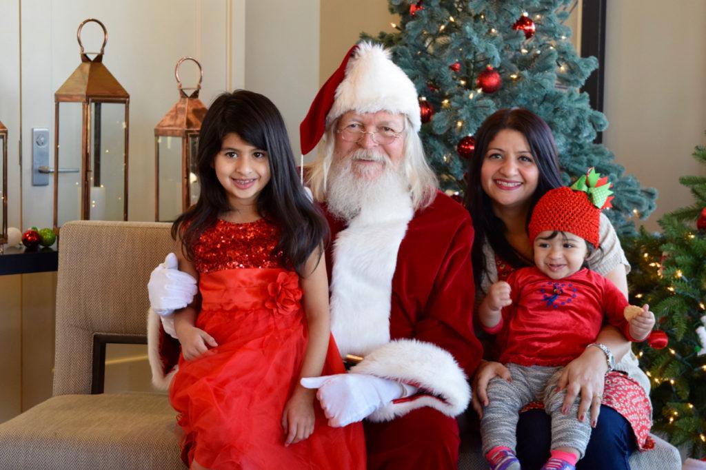 Family photos with Santa at Stepping Stone